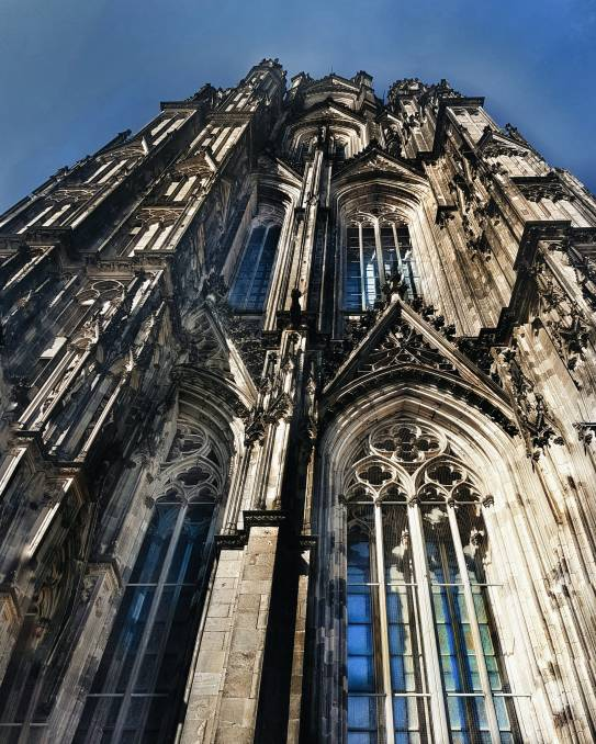 beautiful architectural lines. Dom.